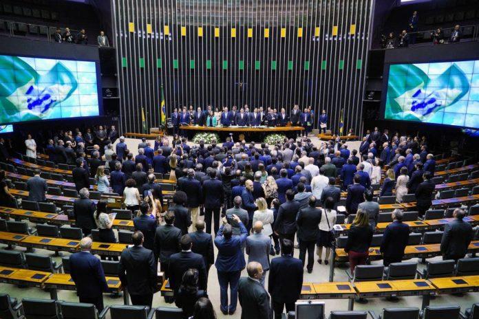 Câmara aprova ajuda de R$ 600 por mês a trabalhador informal
