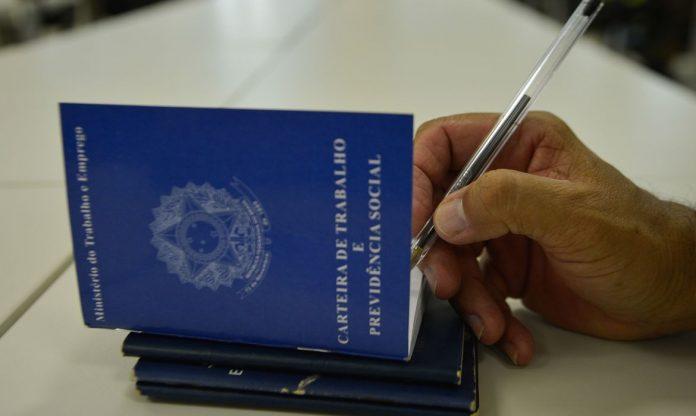 Pedidos de seguro-desemprego aumentam 76,2% na parcial de maio, diz governo